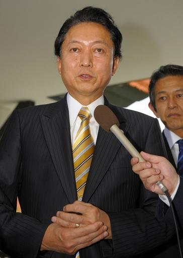 鳩山首相、ガソリン税率維持に「おわび」 子ども手当は制限なし