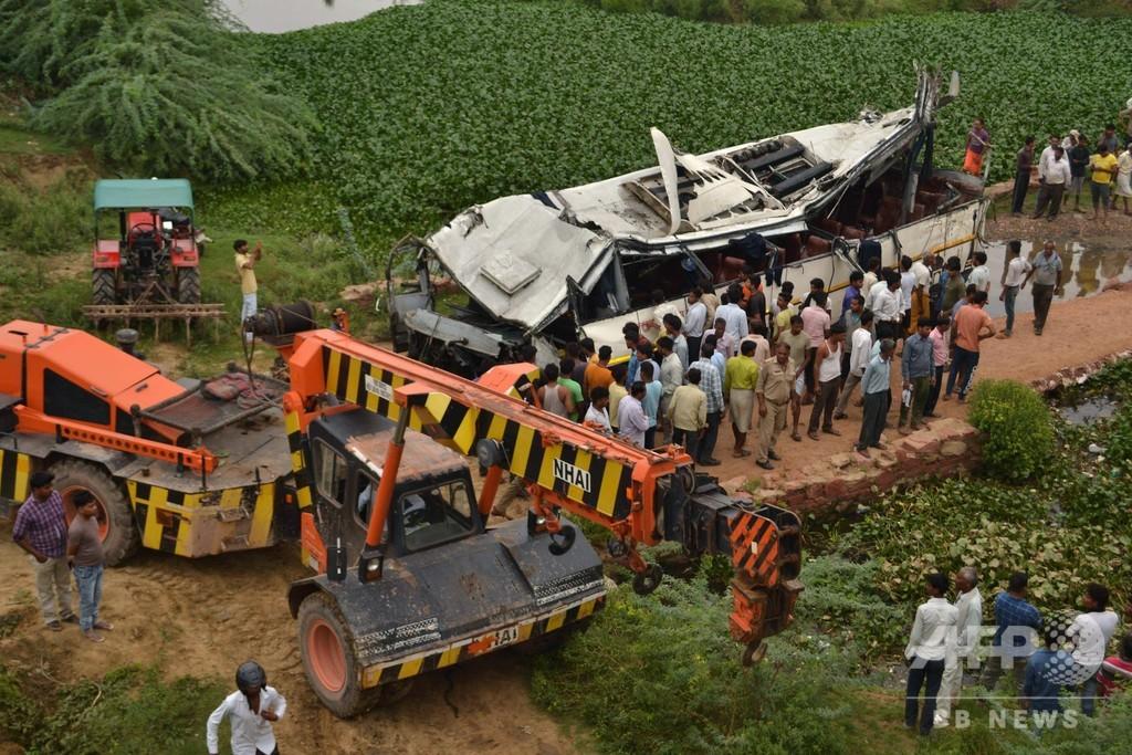 インド高速道路からバス転落、29人死亡 運転手居眠りか