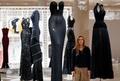 伝説のデザイナー アズディン・アライアに捧げる展覧会、英ロンドンで