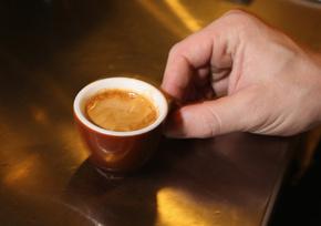 1日のカフェインはエスプレッソ4杯分まで、EU