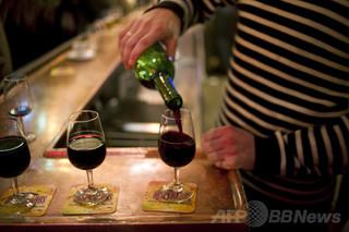 赤ワインのポリフェノールに健康への効果確認できず、研究