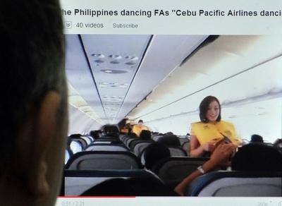 ガガの曲で踊る客室乗務員、離陸前ガイダンスが刺激的に?
