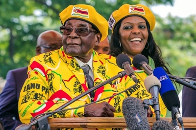 ジンバブエで軍が実力行使 「大統領周辺の犯罪者」標的、クーデターは否定