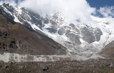ヒマラヤの氷河、温暖化で3分の2が消滅する恐れ 報告書
