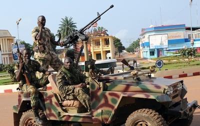 中央アフリカ、宗教間の戦闘で120人以上死亡、仏軍600人増派