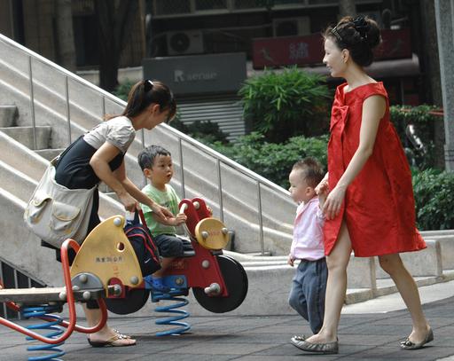 少子高齢化で労働力不足など懸念、台湾