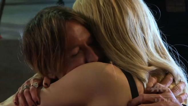 動画:N・キッドマン、夫K・アーバンと熱い抱擁 カンヌ国際映画祭