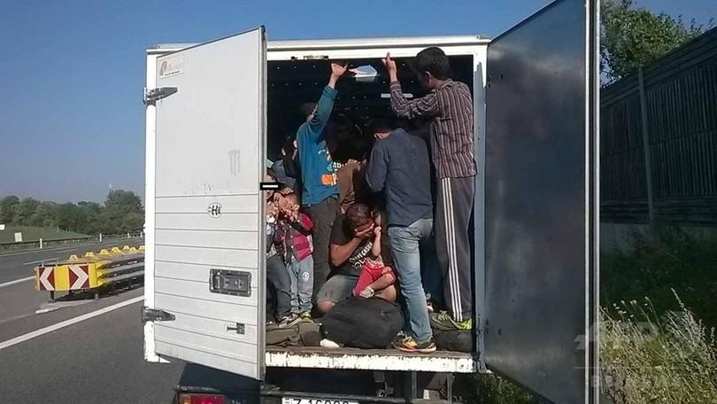 【AFP記者コラム】トラックから発見された移民71遺体の中に親友が、それでも私はカメラを回す