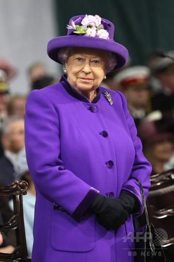 英女王御用達の下着ブランド、指定取り消しに 回顧録を問題視