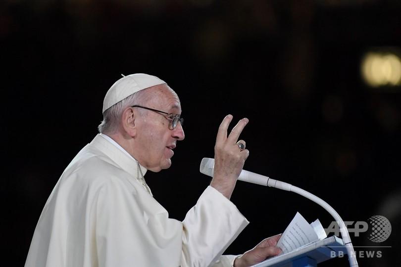 ローマ法王、教会の性的虐待「痛みと恥辱」 アイルランドで被害者と面会