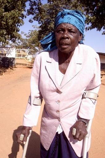 まじないで逮捕、迷信深い大衆と人権団体との戦い マラウイ
