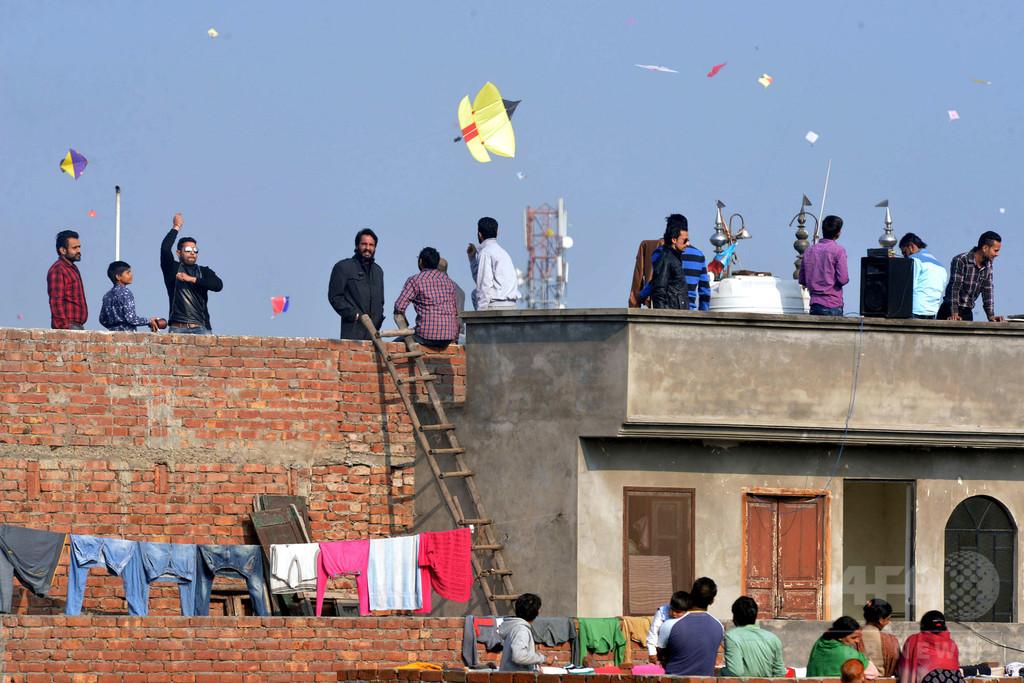 たこ揚げの糸にのど切られ3人死亡 インド