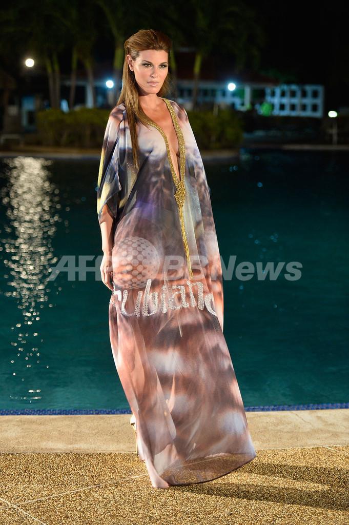 カリブ海に浮かぶアルバ島でファッションイベント開催、リゾートウェア新作披露