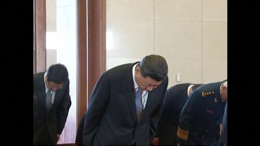 動画:中国建国70周年、習国家主席が毛沢東の遺体に拝礼