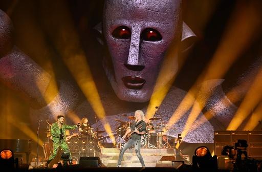 クイーンとアダム・ランバート、豪森林火災の慈善コンサートで熱唱 シドニー
