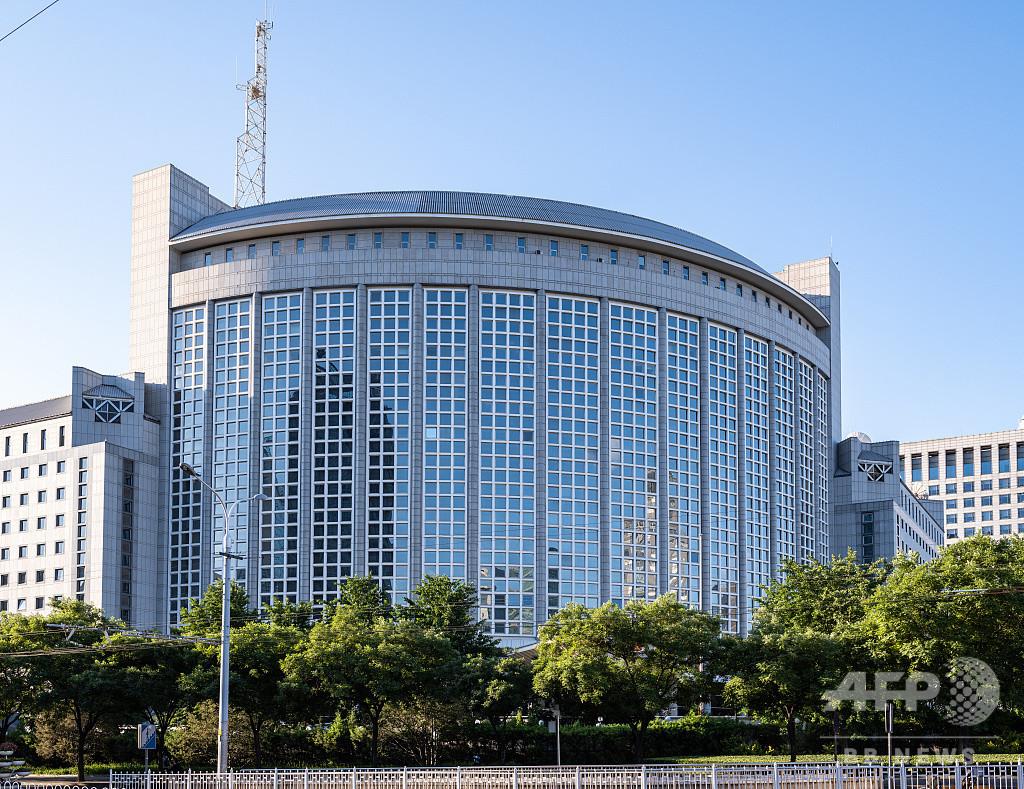 中国、三種類の居留許可を持つ外国人の入境許可