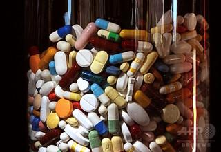 米経営者、エイズ薬を50倍値上げし物議 医療制度の問題浮き彫り