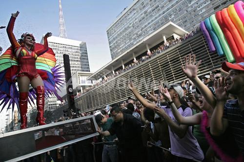 サンパウロで世界最大のゲイパレード