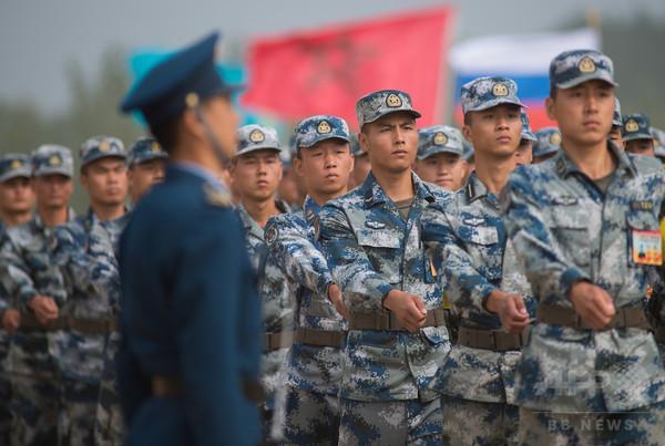 中国軍の新たな敵はスマホゲーム? 夢中になり過ぎる兵士に懸念