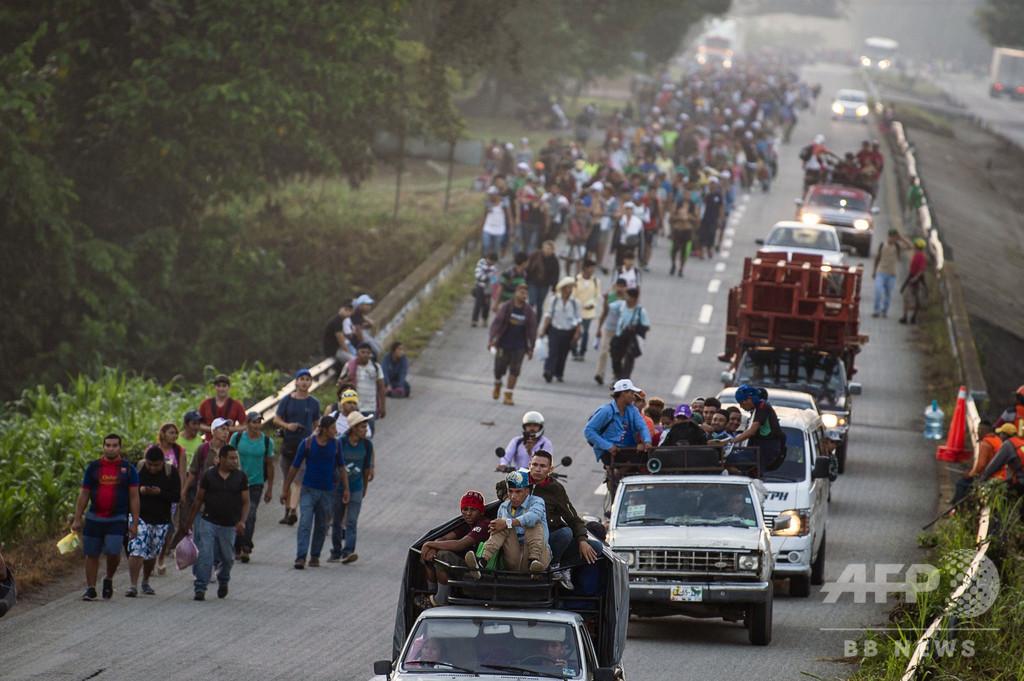 米国目指す移民キャラバン、行進再開 あと3000キロ