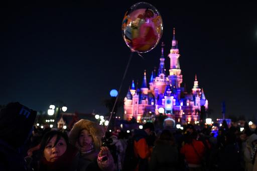 アジアのディズニーランドのみ食品持ち込み禁止は不当、中国人が提訴