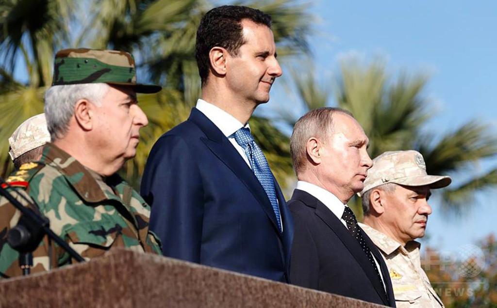 プーチン氏、在シリア空軍基地を訪問 派遣部隊の一部撤退を命令