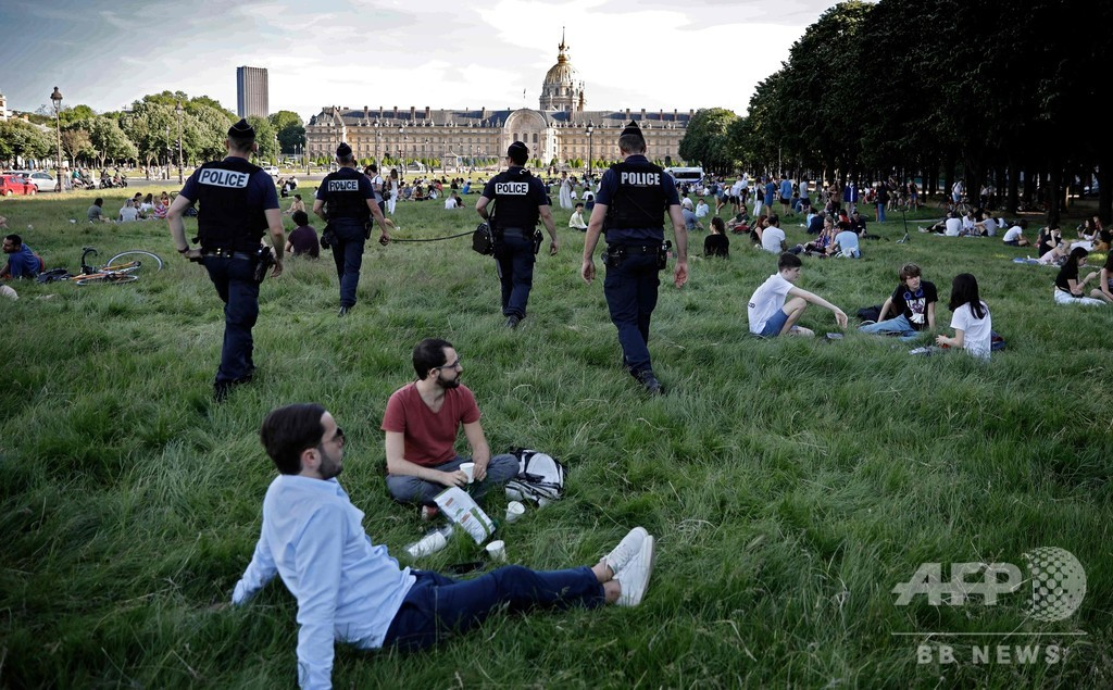 「鍵破りの怪人」がコロナ禍で閉ざされた公園を解放、パリ市民の英雄に