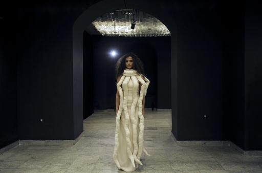 コソボ国立博物館で専門学生らによるファッションショー