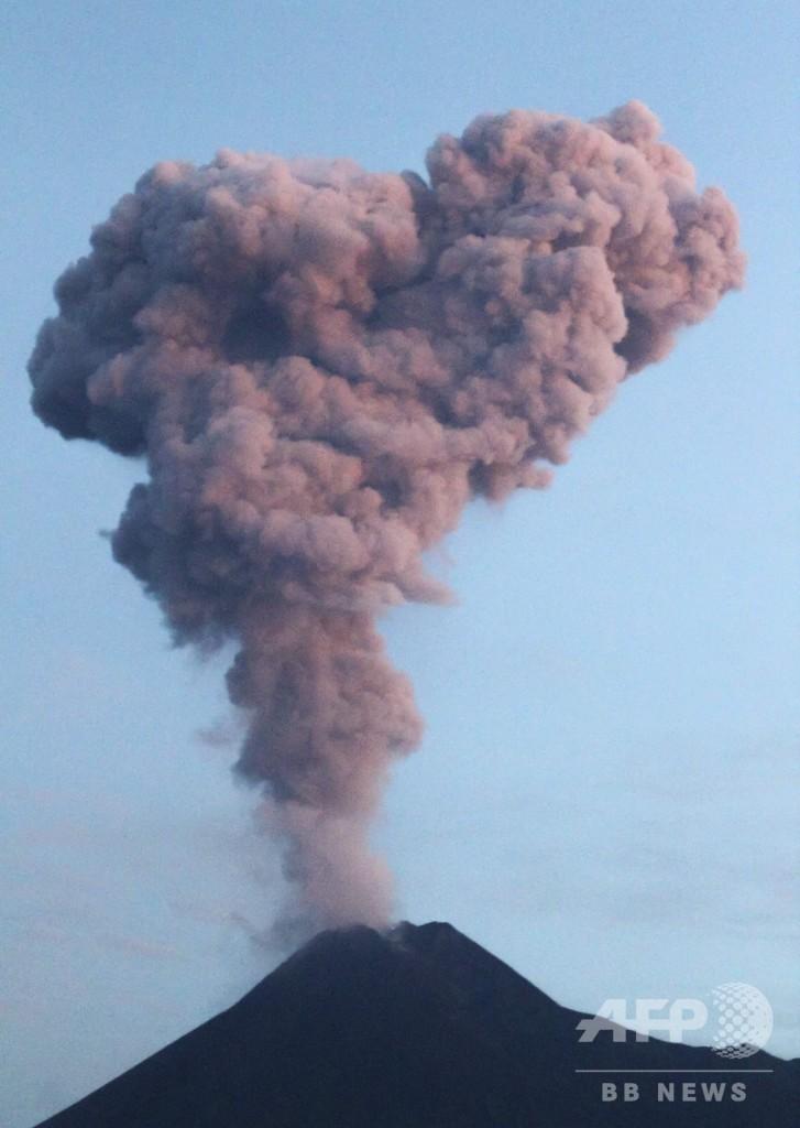 インドネシア・ムラピ山が噴火、溶岩流出