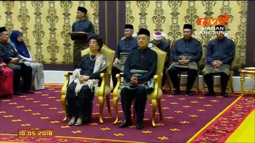 動画:マハティール氏、マレーシア首相に就任 世界最高齢の指導者に