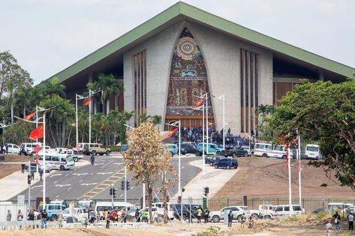 パプアの警官と兵士ら、APEC手当の支払い求め議事堂に乱入