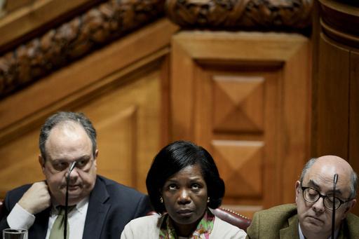 記者に「平手打ち」発言の文化相辞任、ポルトガル