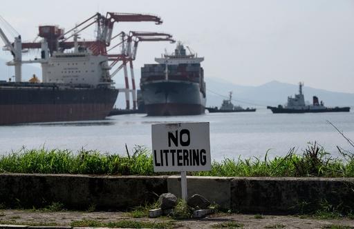 フィリピン、輸入「リサイクル」廃棄物をカナダに返送 コンテナ69個分