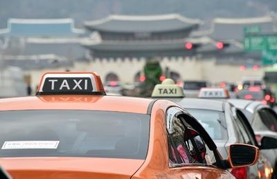 韓国のタクシー運転手が焼身自殺、相乗りサービス導入に抗議