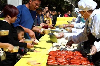 国慶節の観光客に1元(17円)ランチ提供 河南・老君山