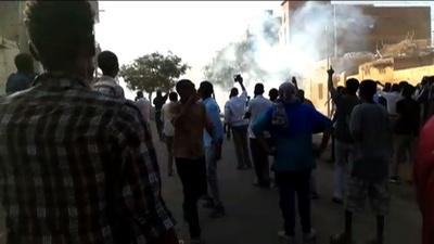 動画:スーダン各地で反政府デモ、新たに1人死亡 バシル政権の脅威に