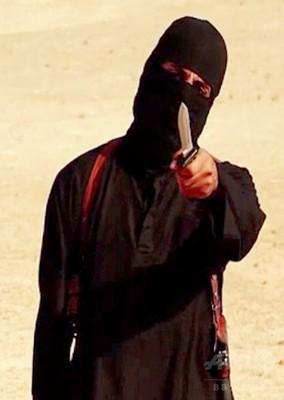 記者斬首したイスラム国戦闘員を...