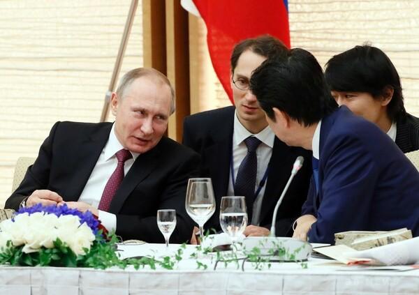 安倍首相とプーチン露大統領、都内で会談