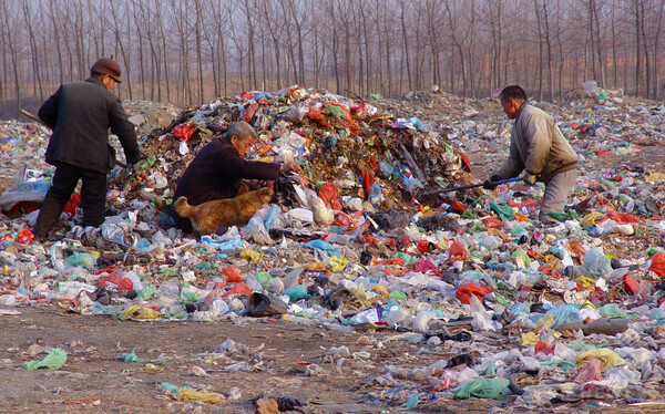 中国、ビニール袋などの規制10年 効果は?