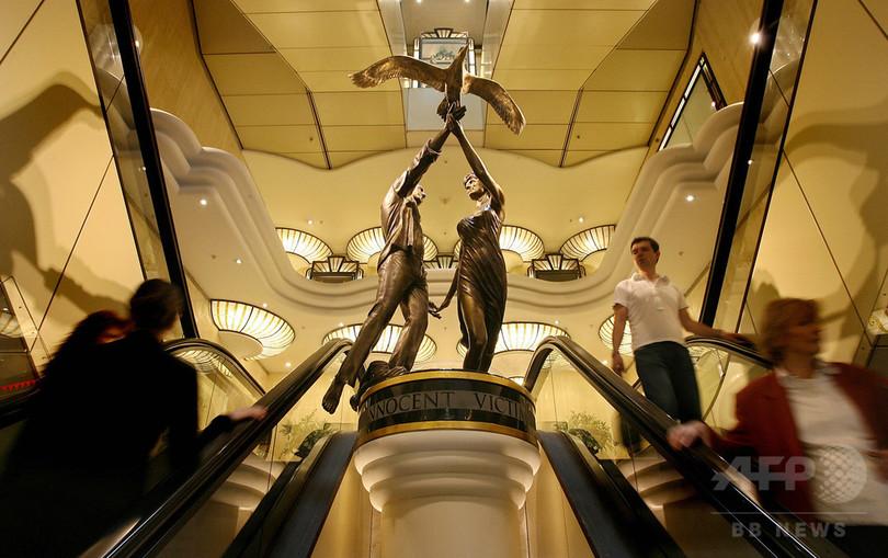 英高級百貨店ハロッズ、ダイアナ元妃と恋人の像を返還へ