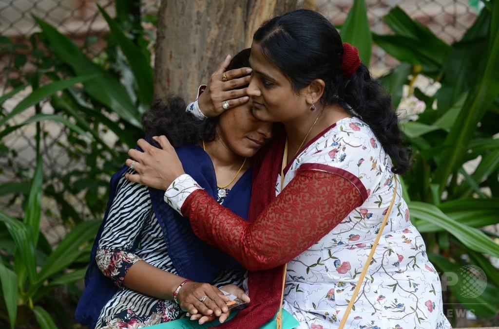 生後11か月で結婚、伝統の児童婚に立ち向かう女性たち インド