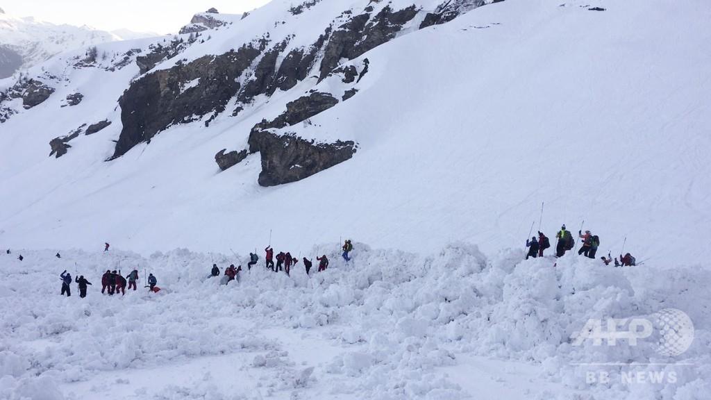 スイスのアルプス山脈で雪崩、スキー客4人負傷 捜索続く