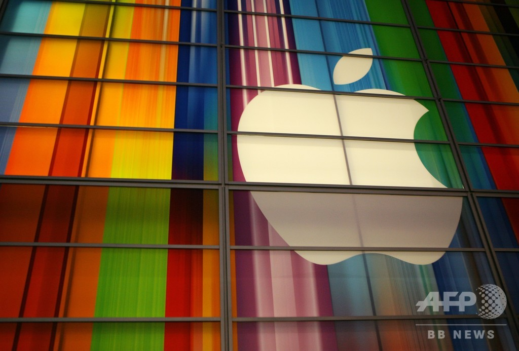 アップル、時価総額2兆ドル突破 米企業初