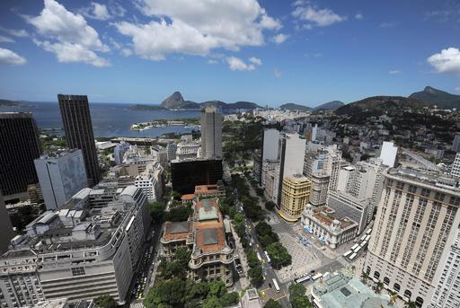 ブラジル・リオに熱波、ショッピングモールでスプリンクラー誤作動