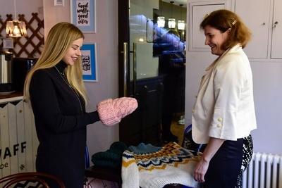 ロシアのおばあちゃんたちがSNS活用、手編み雑貨の販売プロジェクト