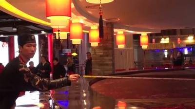 動画:「火鍋の都」に最大60人で同時に火鍋を囲める店オープン 重慶