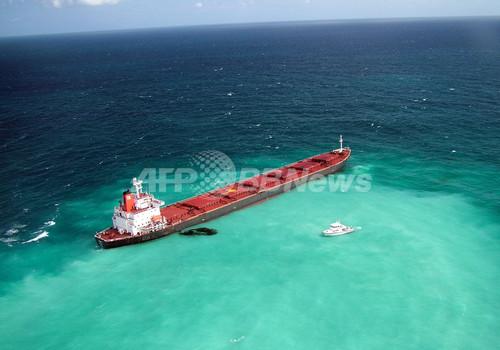 豪グレートバリアリーフ付近で石炭運搬船が座礁、重油流出も