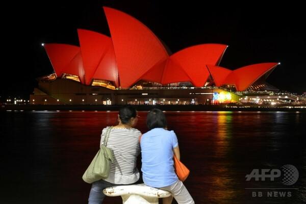 シドニー・オペラ・ハウス、真っ赤に染まり春節祝う