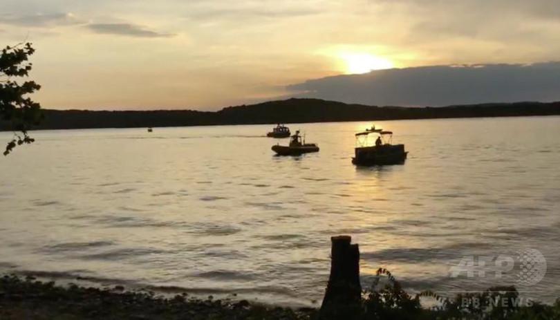 米人造湖で観光船沈没、17人死亡