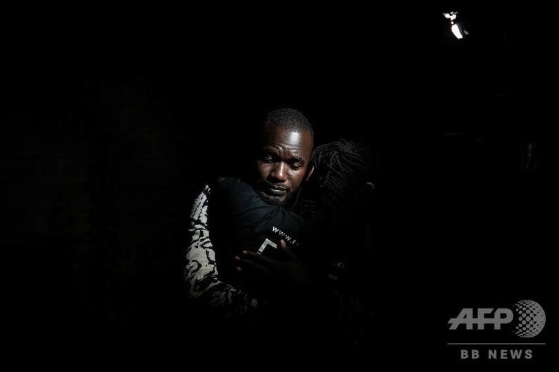 【今日の1枚】「……!」 ナイロビの襲撃現場から決死の避難